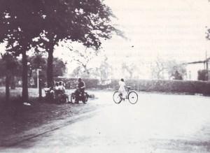 RE-1-Seite23-Dorfplatz unter den Kastanien.