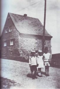 RE-1-Seite29-Haus Athanasius Winkhold-noch ohne Windschutzhecke-um1935